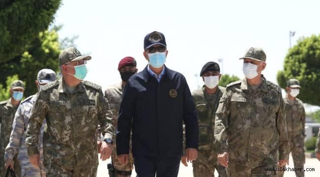 Milli Savunma Bakanı Akar ve kuvvet komutanları sınır hattında