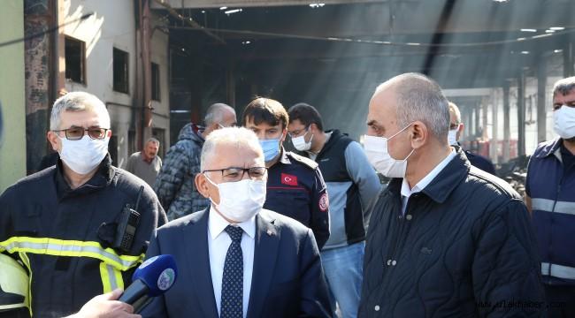 Başkan Memduh Büyükkılıç, yangın çıkan fabrikada incelemelerde bulundu