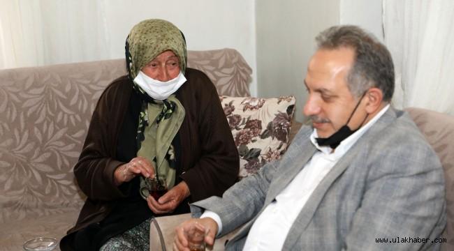 Başkan Yalçın Fatma Teyze'nin yine duasını aldı