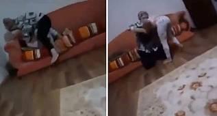 Skandal görüntüler: Çocuğunu yastıkla boğmaya çalıştı!